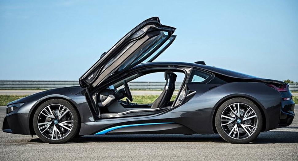 8 Reasons We Love the BMW i8