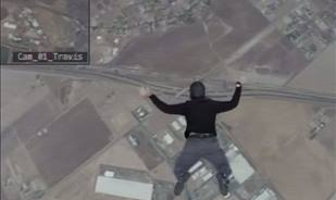 Video : Man jumps from an airplane without a parachute - you won't believe what happened next