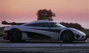 Watch Koenigsegg beating a new world record