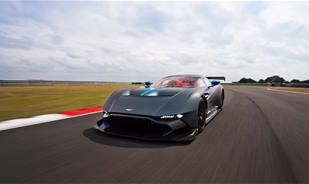 Watch the Aston Martin Vulcan, 800 hp heading to the Spa circuit in Belgium